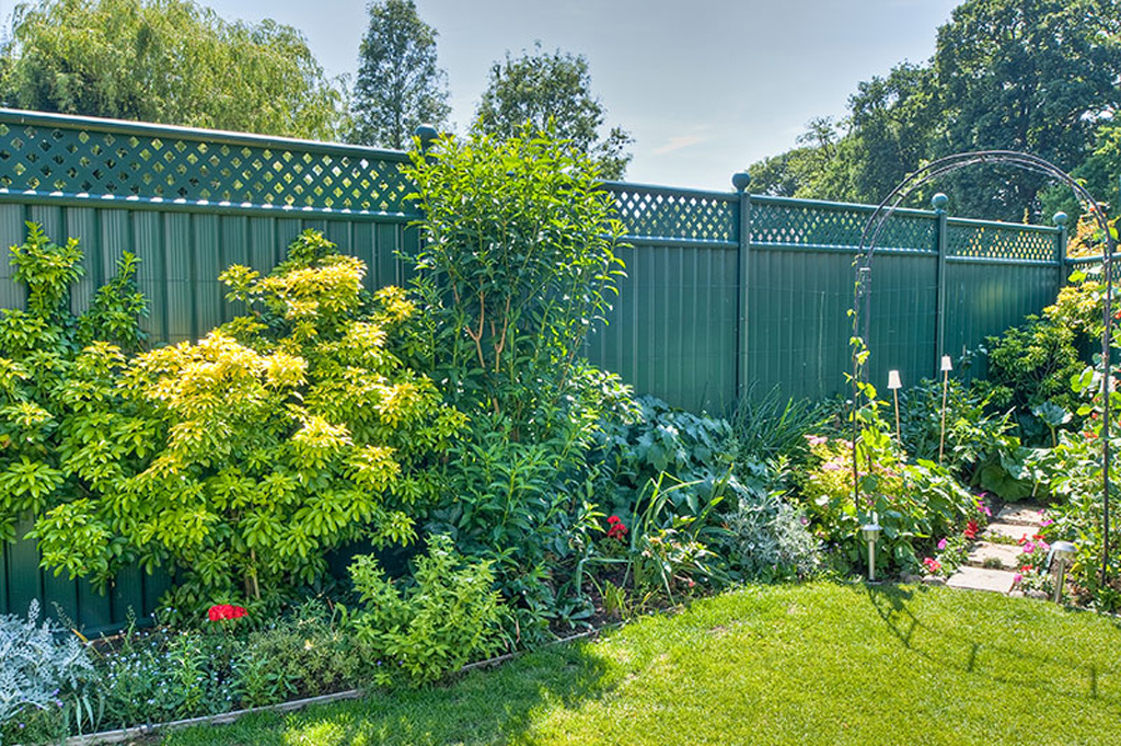 Choosing The Right Garden Fencing For Security Colourfence