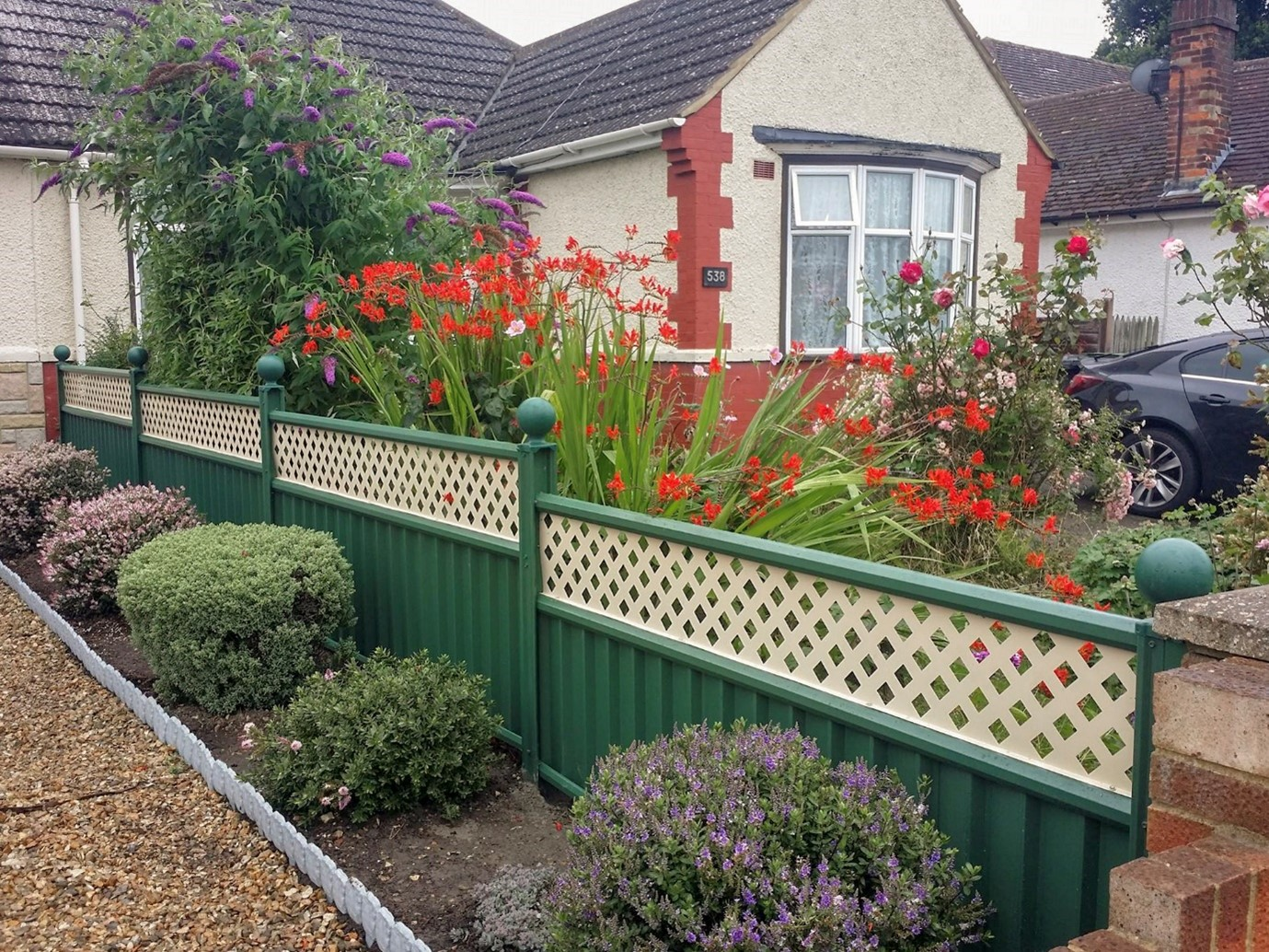 What Are the Benefits of Metal Fences?